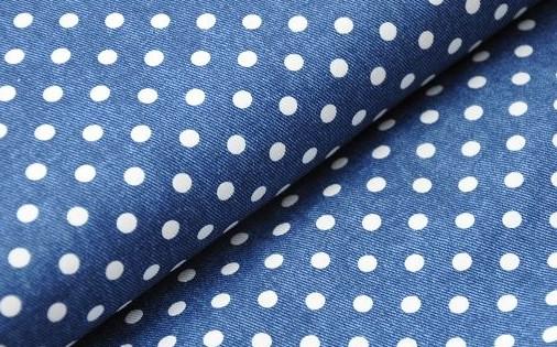 Jeans mit weißen Punkten